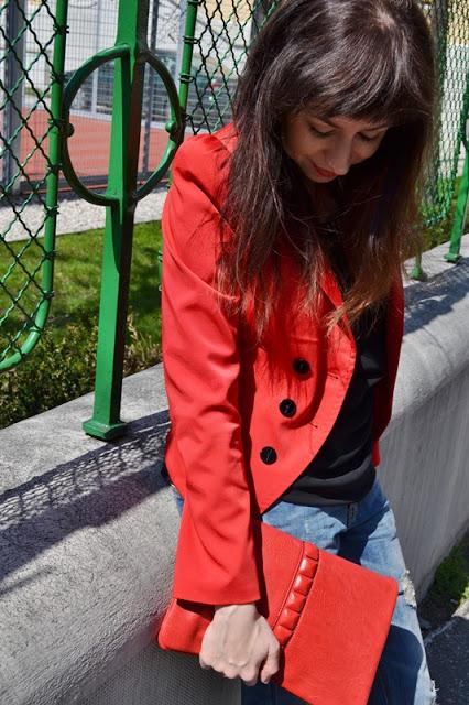 Dierka ako zrnko maku ..._Katharine-fashion is beautiful_Červené sako_Červené lodičky_Roztrhané džínsy_Katarína Jakubčová_Fashion blogger