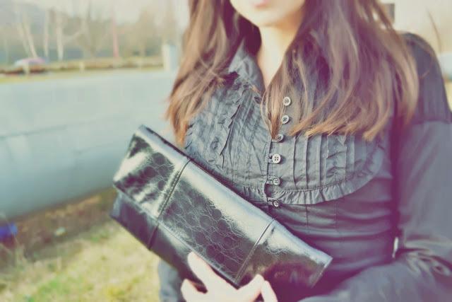 Never say never_Katharine-fashion is beautiful_Károvaná midi sukňa_Lakované lodičky_Žltý kabát_Katarína Jakubčová_Fashion blogger