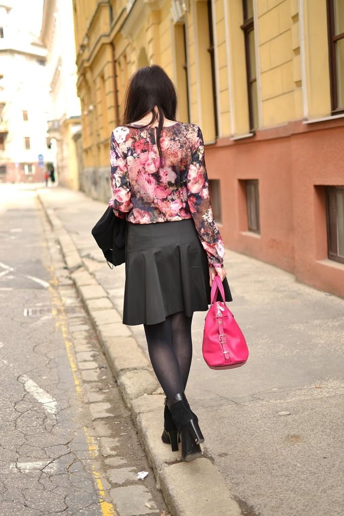 HODNOTY A ČÍSLA_Katharine-fashion is beautiful_Kvetovaná blúzka_Ružová kabelka_Katarína Jakubčová_Fashion blogger