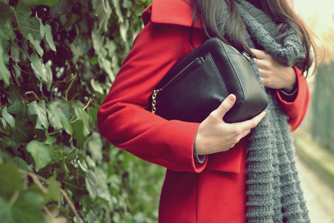 Červená_Katharine-fashion is beautiful_blog 2_Červené pančuchy_Červený kabát_Károvaná sukňa_Katarína Jakubčová_Fashion blogger_Outfit