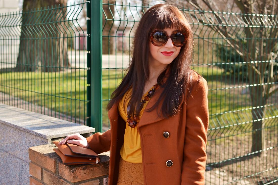 Založené 2014_Katharine-fashion is beautiful_blog 4_Dunajský pivovar_Žlté pančuchy_Hnedý kabát_Koňaková skladaná sukňa_Katarína Jakubčová_Fashion blogger_Outfit
