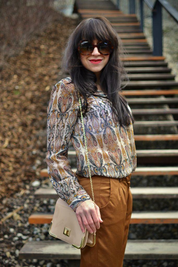 S JESENNÝM NÁDYCHOM_Katharine-fashion is beautiful_Hnedé nohavice_Lakované lodičky_Kašmír_Katarína Jakubčová_Fashion blogger