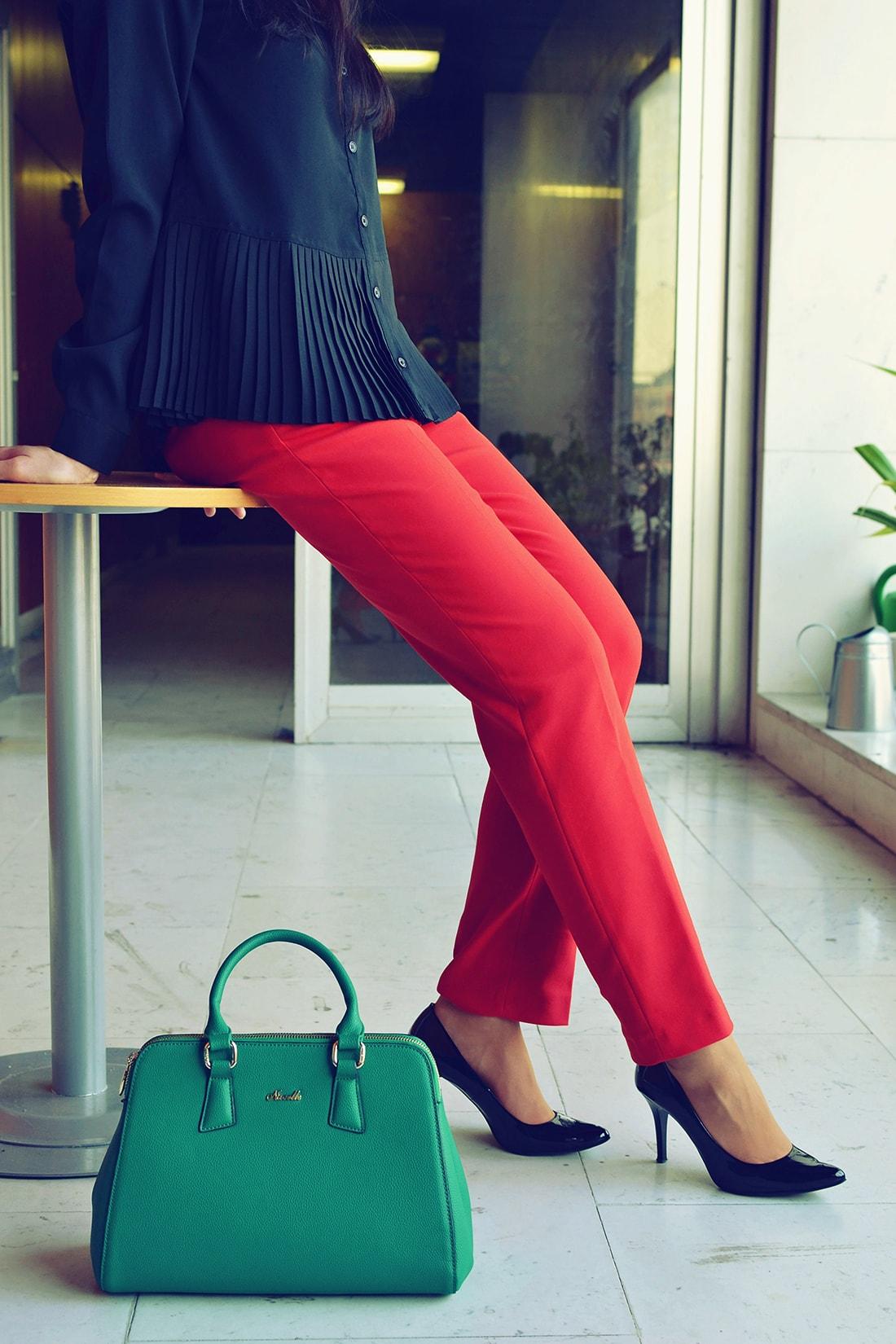 Plisovaná blúzka od Bonprixu_Katharine-fashion is beautiful_blog 5_Plisovaná blúzka_Červené nohavice_Katarína Jakubčová_Fashion blogger