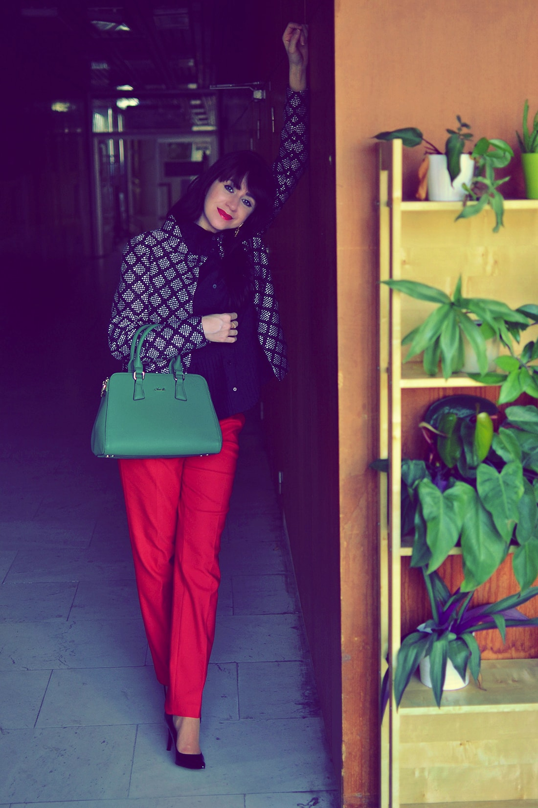 Plisovaná blúzka od Bonprixu_Katharine-fashion is beautiful_blog 6_Plisovaná blúzka_Červené nohavice_Katarína Jakubčová_Fashion blogger