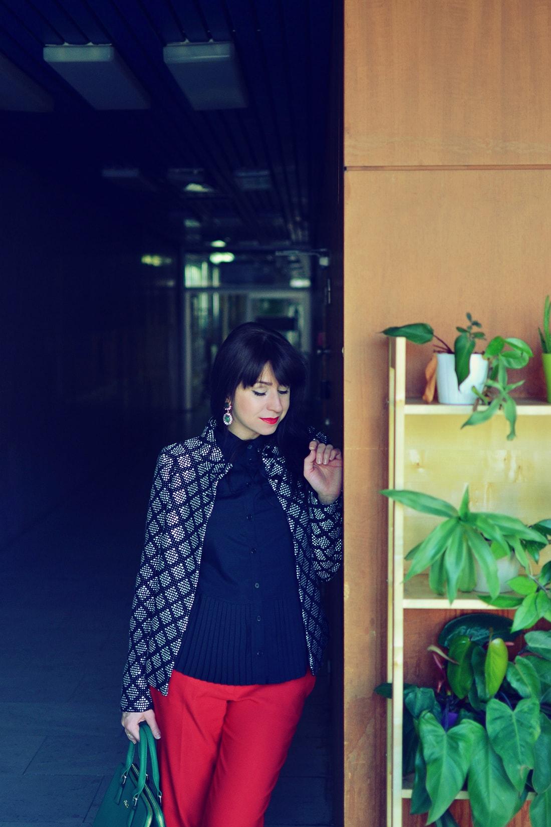 Plisovaná blúzka od Bonprixu_Katharine-fashion is beautiful_blog 7_Plisovaná blúzka_Červené nohavice_Katarína Jakubčová_Fashion blogger