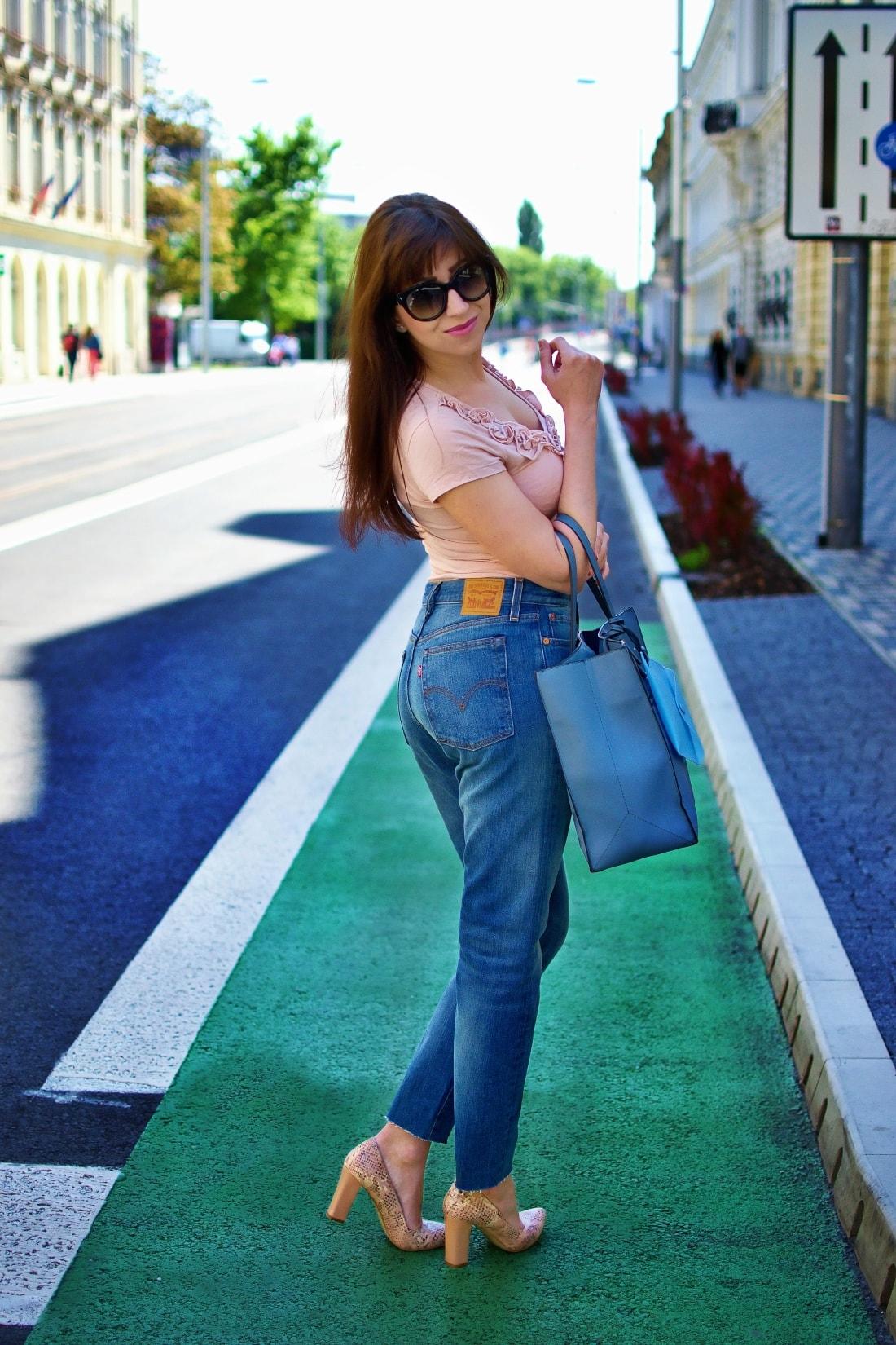 5 rád ako sa nezblázniť z nepadnúcich džínsov_Katharine-fashion is beautiful blog 7_Džínsy Levis_Ružový top_Katarína Jakubčová_Fashion blogger