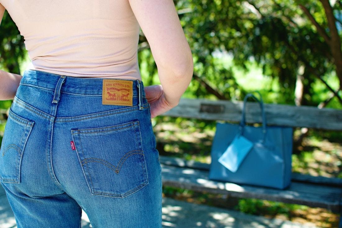 5 rád ako sa nezblázniť z nepadnúcich džínsov_Katharine-fashion is beautiful blog 4_Džínsy Levis_Ružový top_Katarína Jakubčová_Fashion blogger