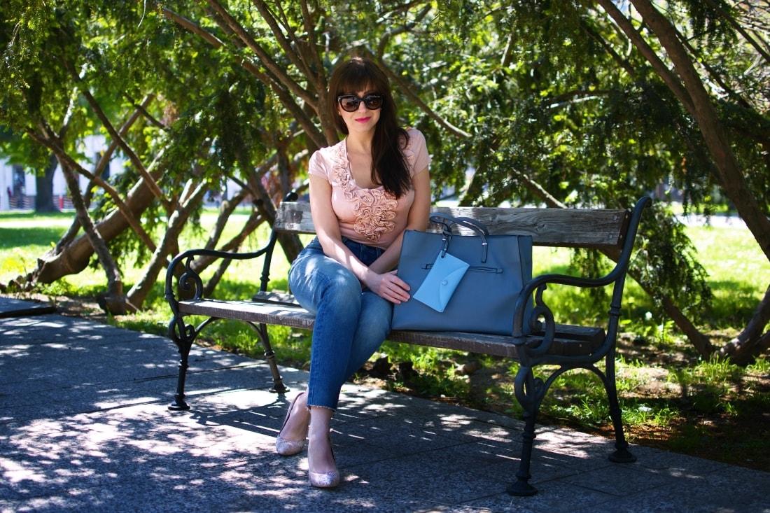 5 rád ako sa nezblázniť z nepadnúcich džínsov_Katharine-fashion is beautiful blog 5_Džínsy Levis_Ružový top_Katarína Jakubčová_Fashion blogger