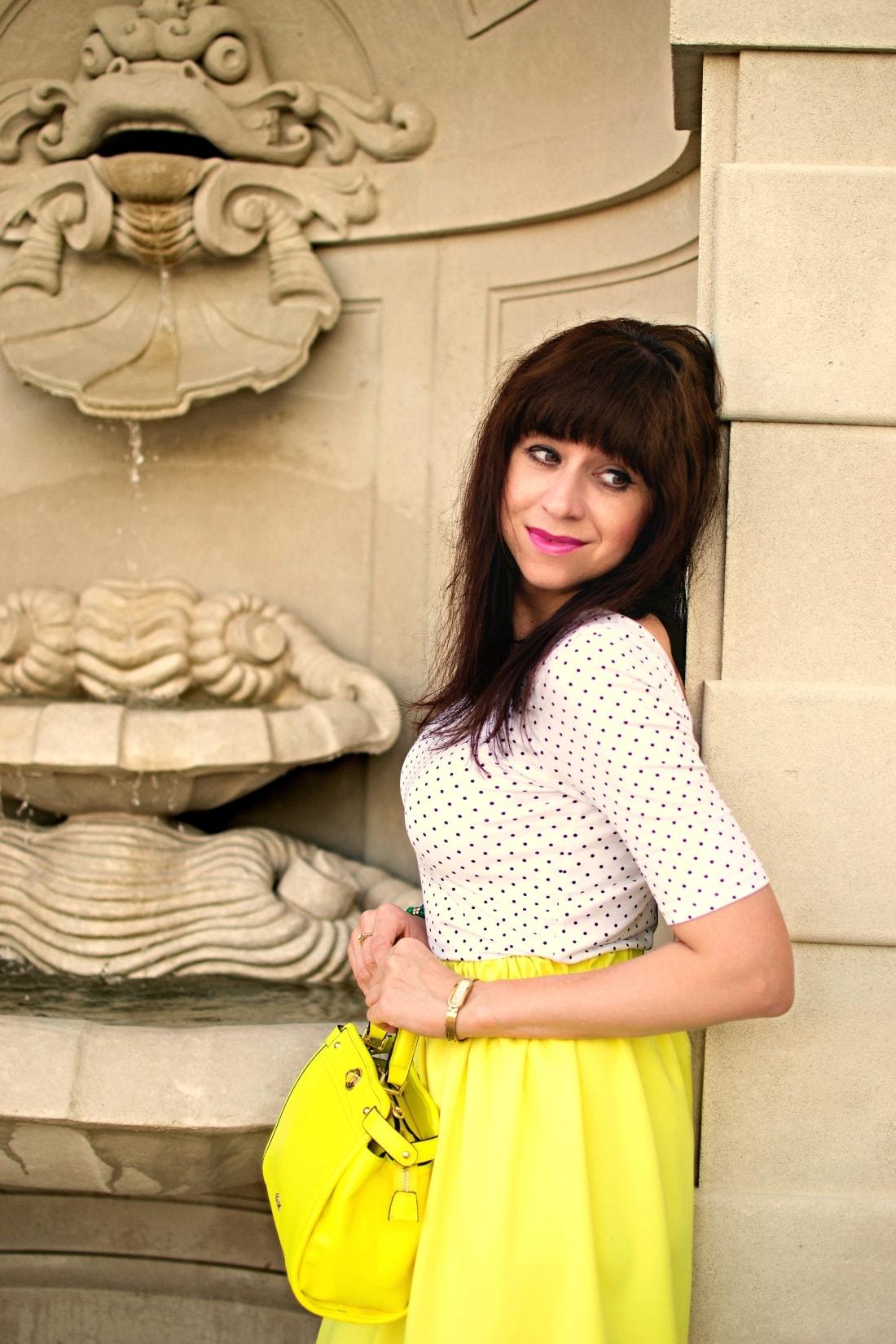Vždy najlepšie_Katharine-fashion is beautiful blog 11_Dots_Bodky_Vzorované lodičky_Žltá sukňa_Katarína Jakubčová_Fashion blogger