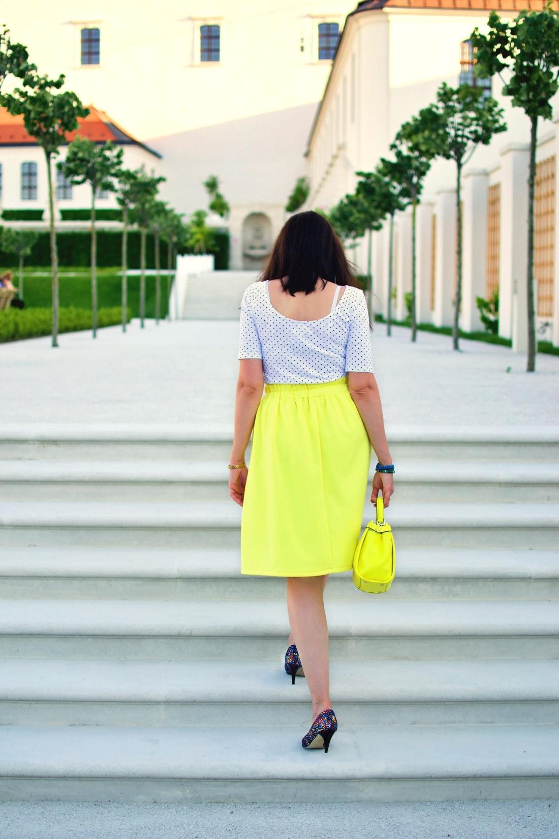 Vždy najlepšie_Katharine-fashion is beautiful blog 2_Dots_Bodky_Vzorované lodičky_Žltá sukňa_Katarína Jakubčová_Fashion blogger