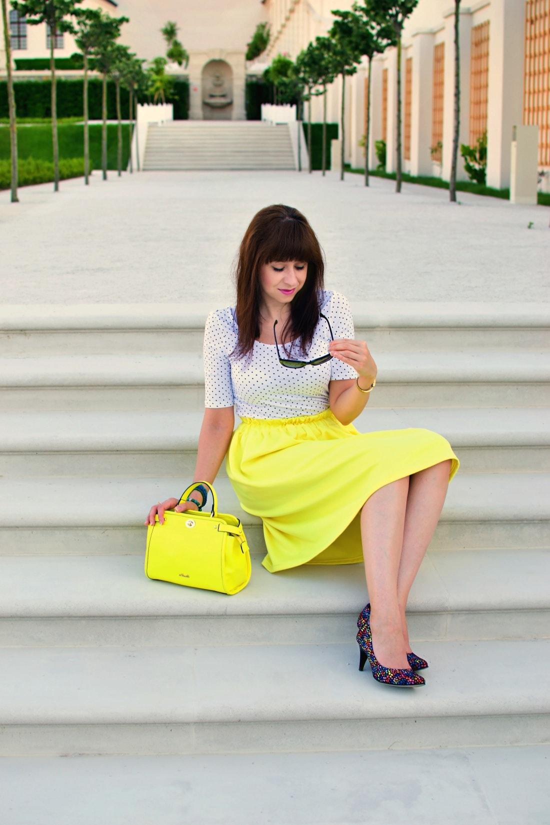 Vždy najlepšie_Katharine-fashion is beautiful blog 3_Dots_Bodky_Vzorované lodičky_Žltá sukňa_Katarína Jakubčová_Fashion blogger