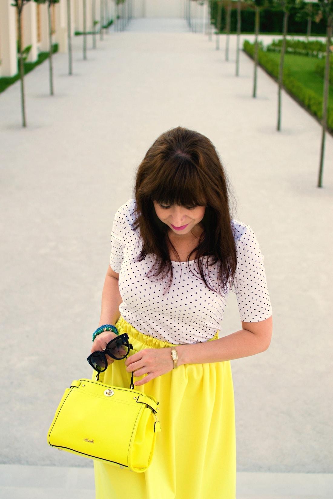 Vždy najlepšie_Katharine-fashion is beautiful blog 8_Dots_Bodky_Vzorované lodičky_Žltá sukňa_Katarína Jakubčová_Fashion blogger