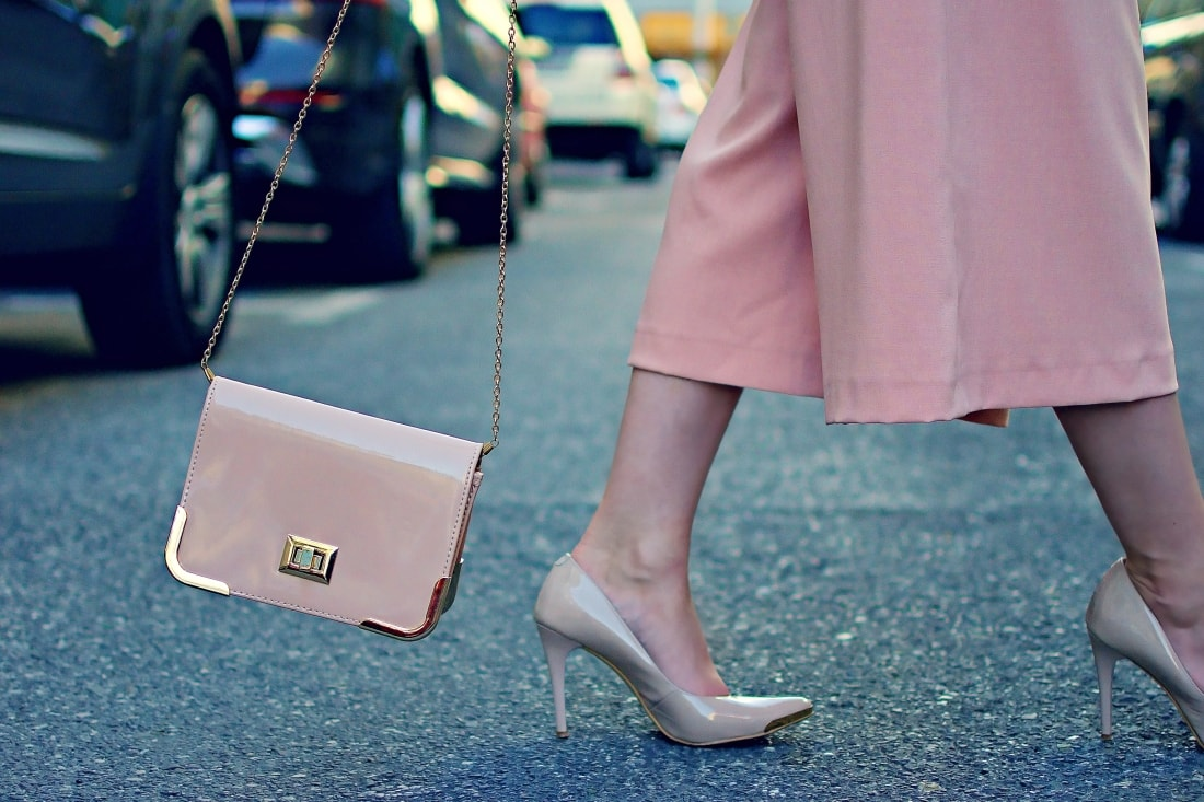 Culottes_Katharine-fashion is beautiful blog 8_Ružové nohavice_Nude lodičky_Mačka_Katarína Jakubčová