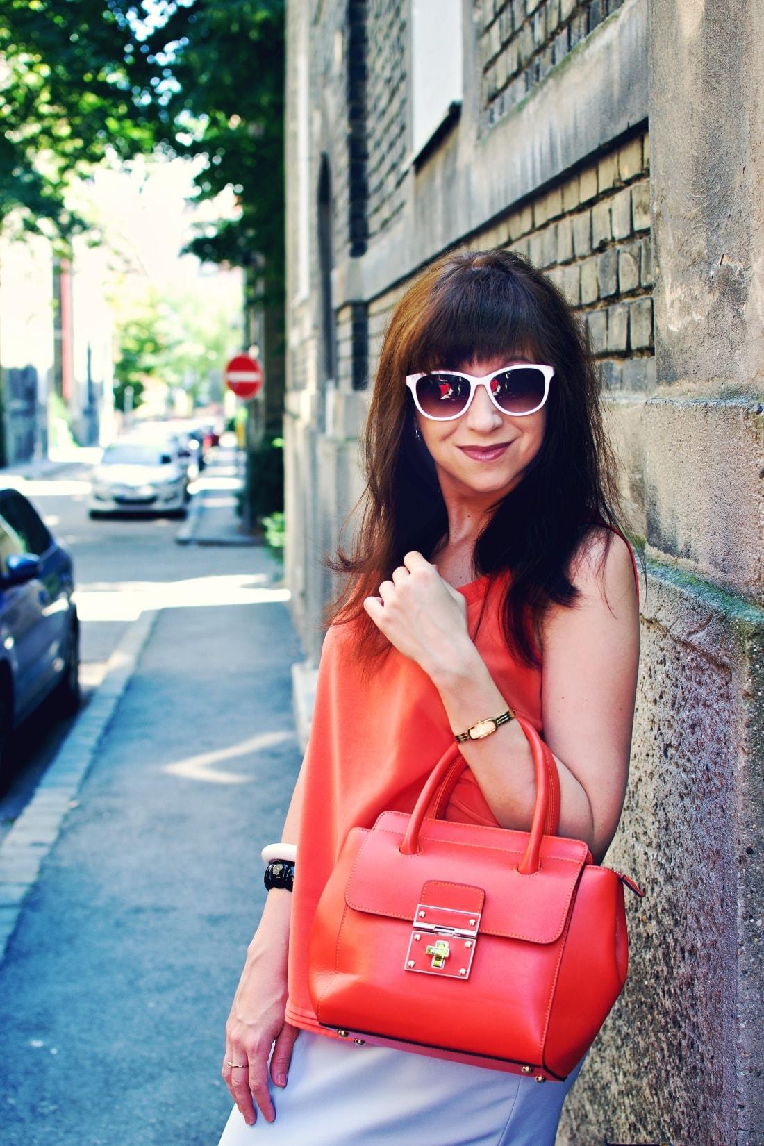Best accessory_Katharine-fashion is beautiful blog 2_Oranžová kabelka JEJ_Modrá sukňa_Katarína Jakubčová