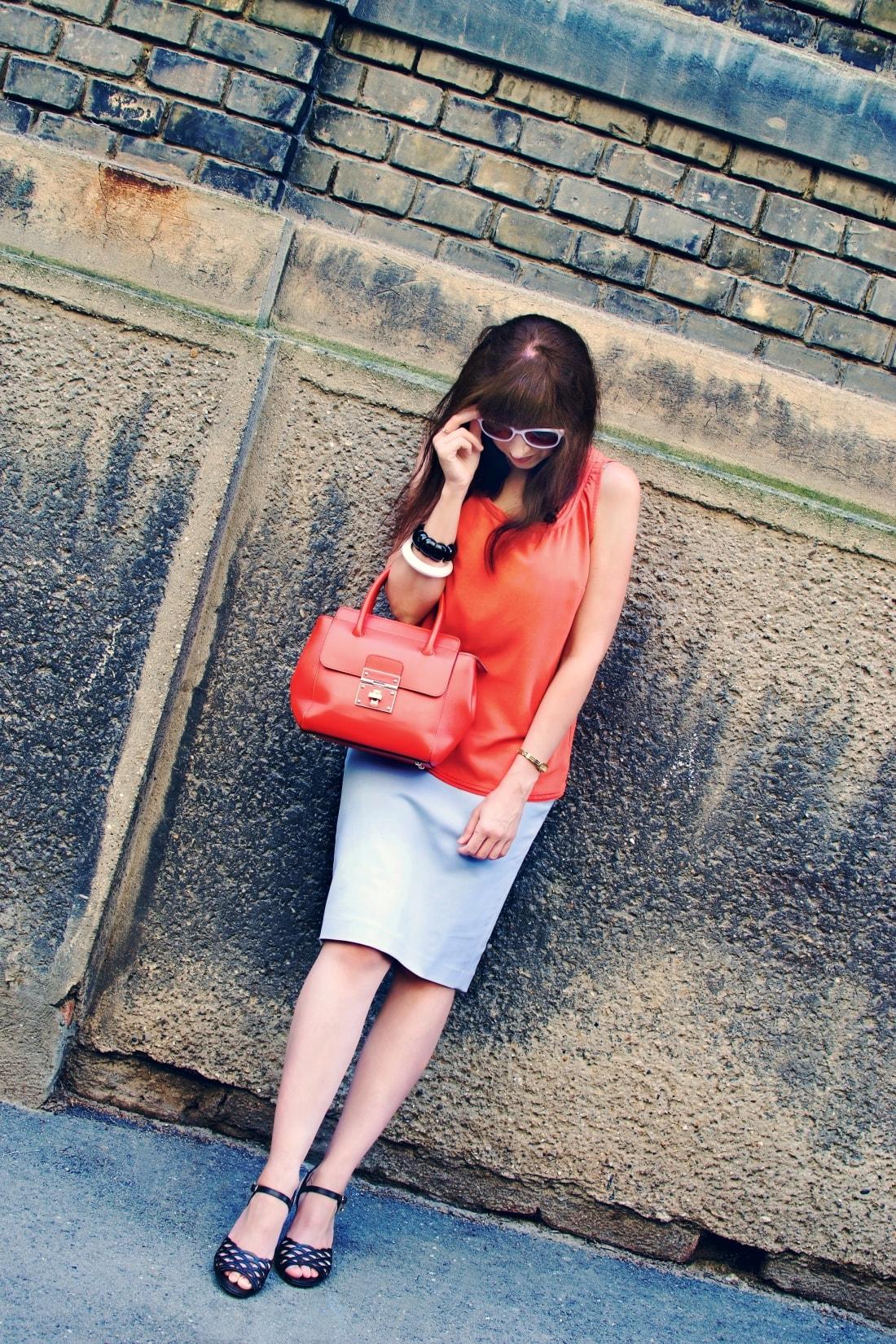 Best accessory_Katharine-fashion is beautiful blog 7_Oranžová kabelka JEJ_Modrá sukňa_Katarína Jakubčová