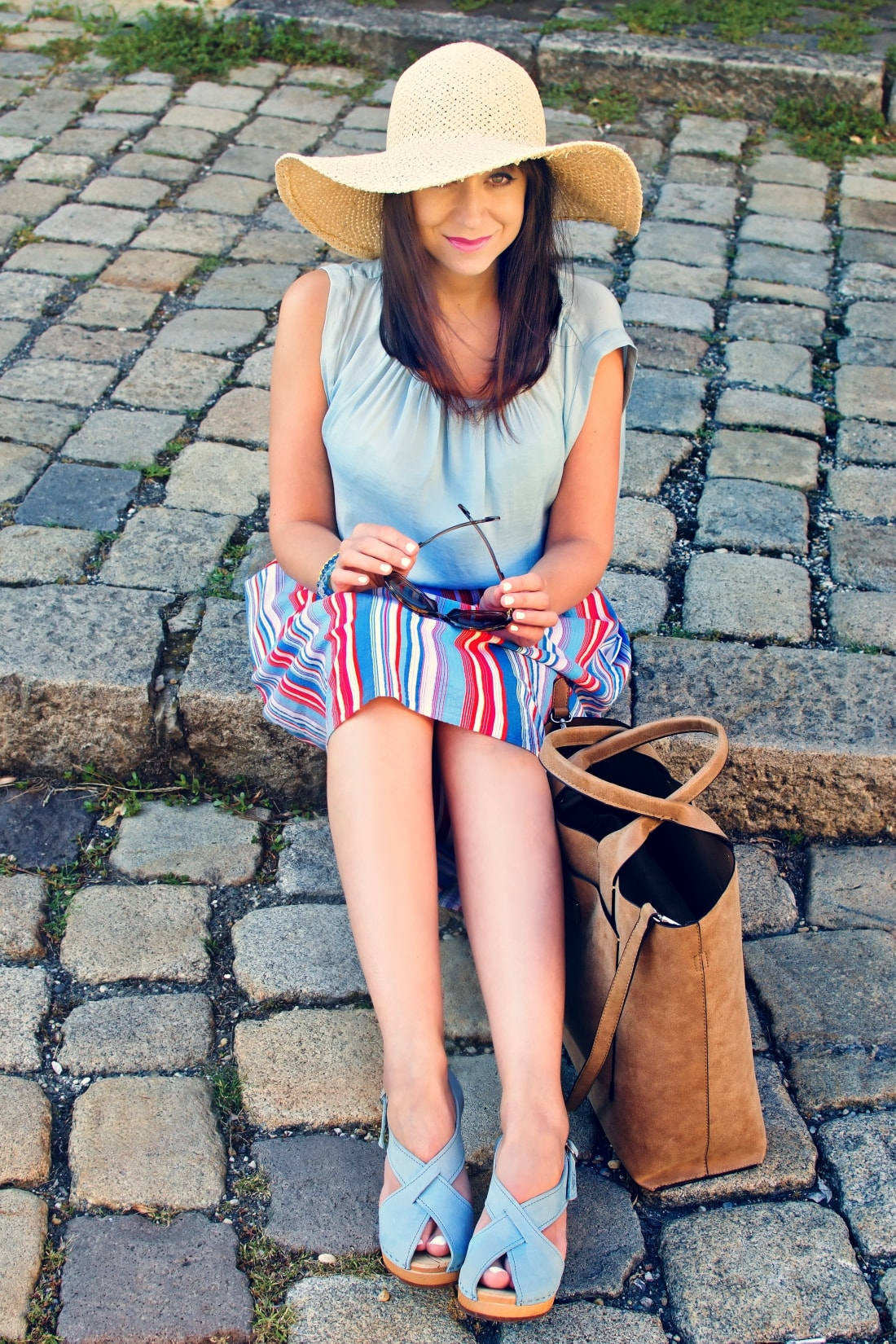 Handmade clogs_Katharine-fashion is beautiful blog 8a_Sandgrens_Modré Dreváky_Prúžkovaná sukňa_Katarína Jakubčová_Fashion blogger