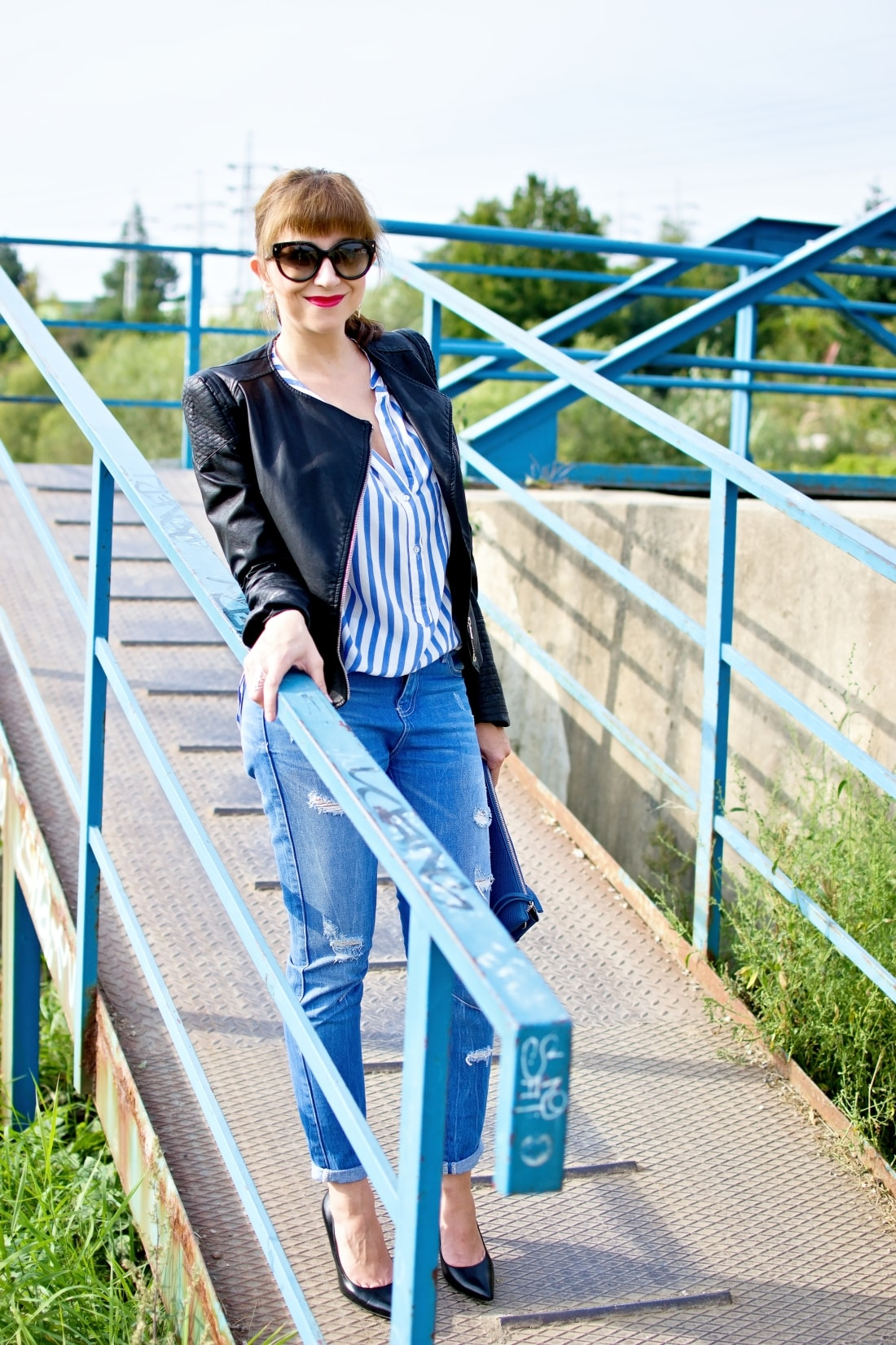 Move, move, move_Katharine-fashion is beautiful_4_Blog_Kožená bunda_Roztrhané džínsy_Prúžkovaná blúzka_Kabelka Parfois_Katarína Jakubčová_Fashion blogger