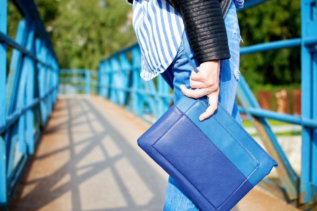 Move, move, move_Katharine-fashion is beautiful_9_Blog_Kožená bunda_Roztrhané džínsy_Prúžkovaná blúzka_Kabelka Parfois_Katarína Jakubčová_Fashion blogger