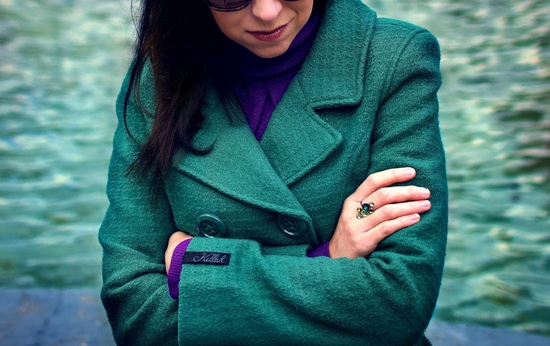 Čaro mesačného svitu_Katharine-fashion is beautiful_blog 2_Zelený kabát_Džínsy Zara_Fialové lodičky_Kabelka Parfois_Fialový rolák_Katarína Jakubčová_Fashion blogger