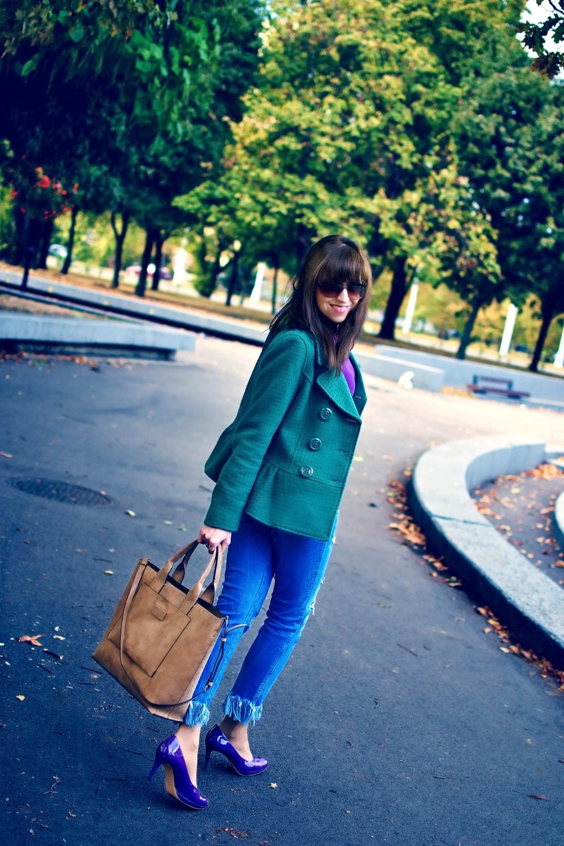 Čaro mesačného svitu_Katharine-fashion is beautiful_blog 4_Zelený kabát_Džínsy Zara_Fialové lodičky_Kabelka Parfois_Fialový rolák_Katarína Jakubčová_Fashion blogger