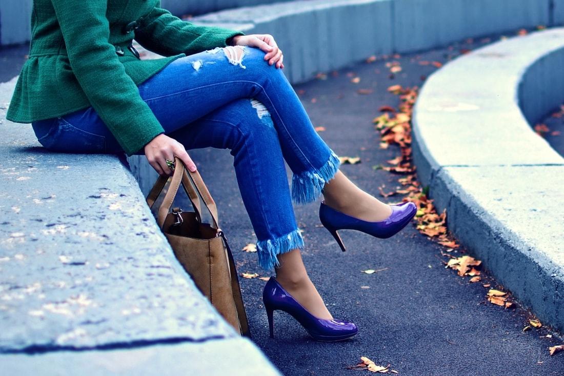 Čaro mesačného svitu_Katharine-fashion is beautiful_blog 6_Zelený kabát_Džínsy Zara_Fialové lodičky_Kabelka Parfois_Fialový rolák_Katarína Jakubčová_Fashion blogger