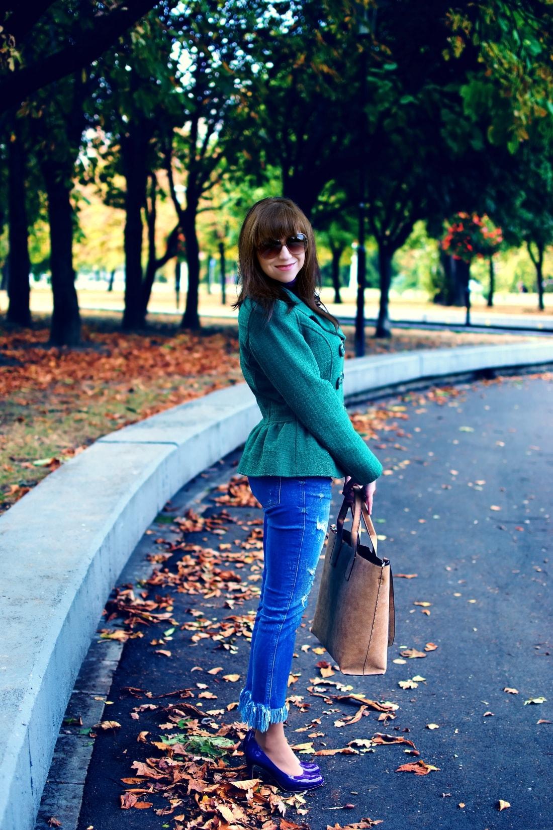 Čaro mesačného svitu_Katharine-fashion is beautiful_blog 3_Zelený kabát_Džínsy Zara_Fialové lodičky_Kabelka Parfois_Fialový rolák_Katarína Jakubčová_Fashion blogger