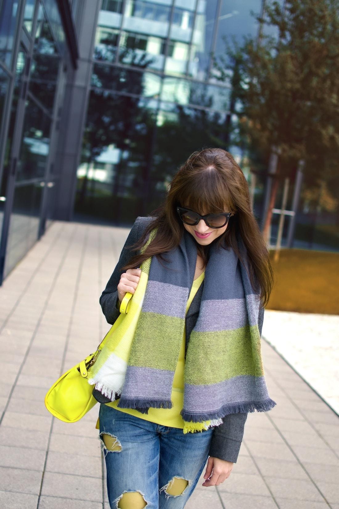 I LOVE COLOURED TIGHTS_Katharine-fashion is beautiful_blog 2_autumn look_Ripped jeans_Žltý sveter Zara_Žltá kabelka Nucelle_Čierne slipony Eobuv_Katarína Jakubčová_Fashion blogger