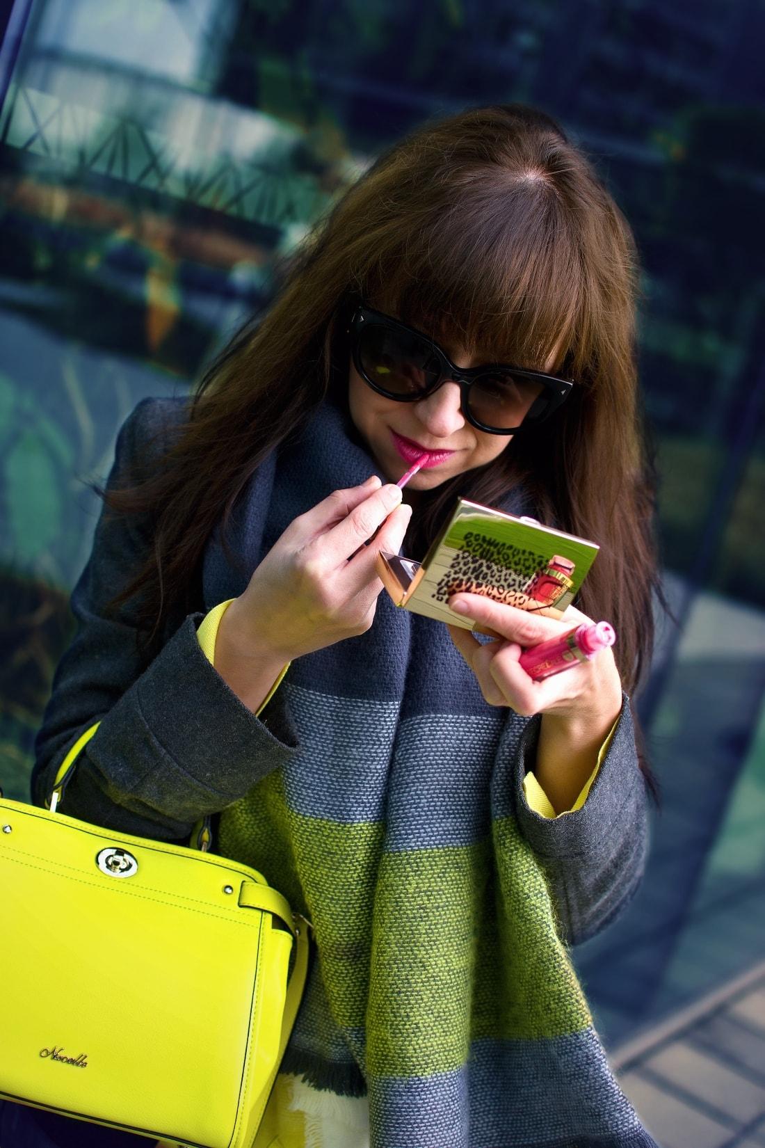 I LOVE COLOURED TIGHTS_Katharine-fashion is beautiful_blog 7_autumn look_Ripped jeans_Žltý sveter Zara_Žltá kabelka Nucelle_Čierne slipony Eobuv_Katarína Jakubčová_Fashion blogger