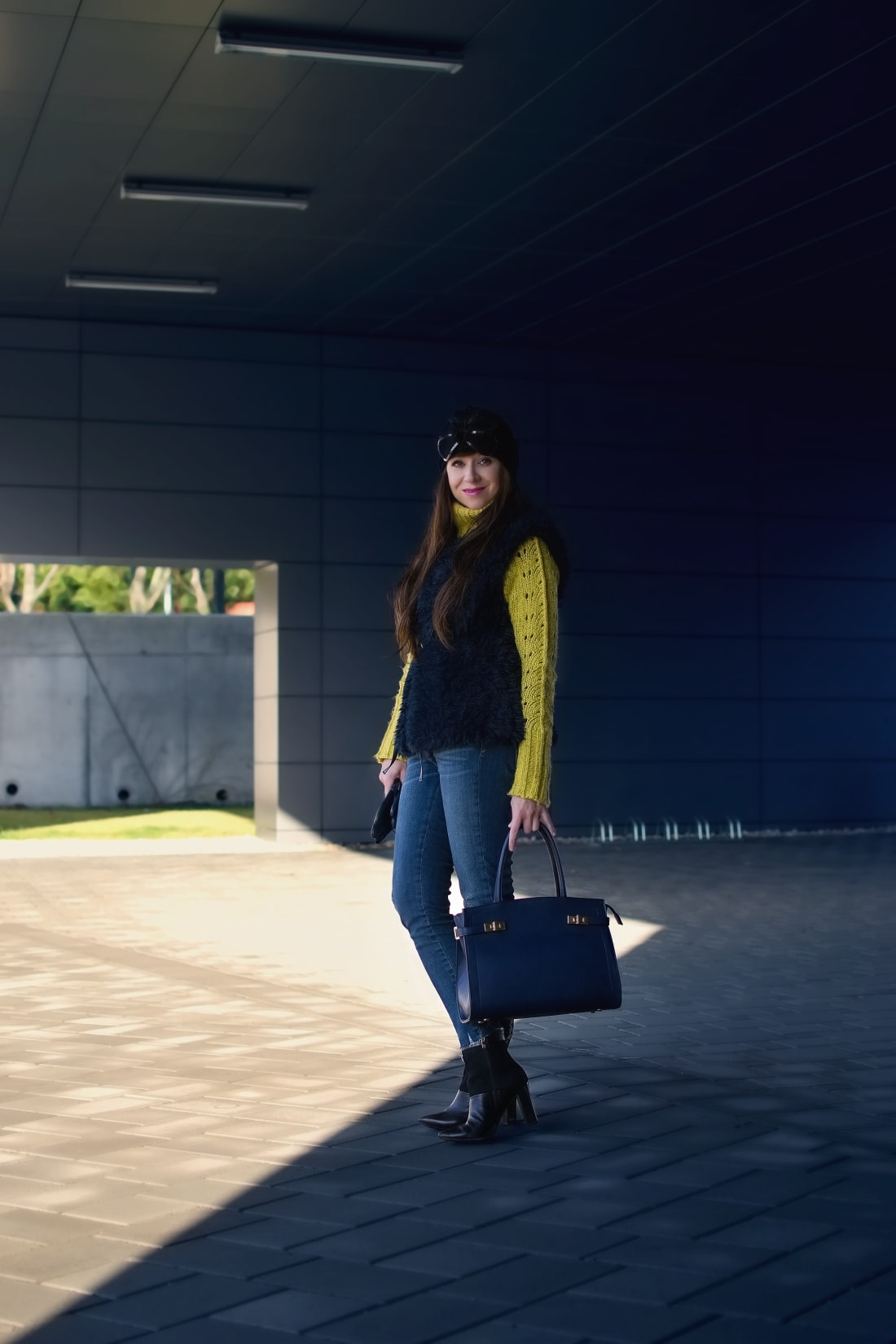 IRRESISTIBLE ME_Katharine-fashion is beautiful_blog 1_hair extension_irresistible me_beauty_Modrá kožušinová vesta_Katarína Jakubčová_Fashion blogger