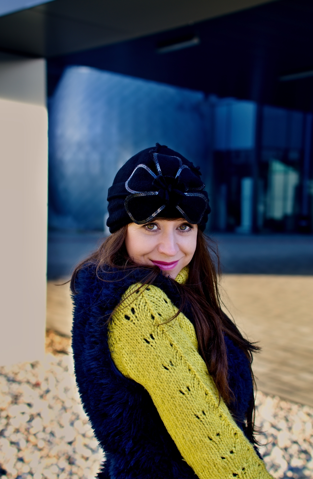 IRRESISTIBLE ME_Katharine-fashion is beautiful_blog 12_hair extension_irresistible me_beauty_Modrá kožušinová vesta_Katarína Jakubčová_Fashion blogger