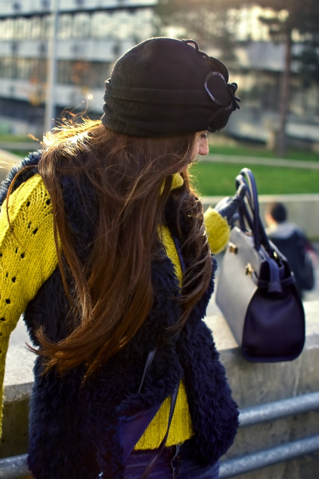 IRRESISTIBLE ME_Katharine-fashion is beautiful_blog 3_hair extension_irresistible me_beauty_Modrá kožušinová vesta_Katarína Jakubčová_Fashion blogger