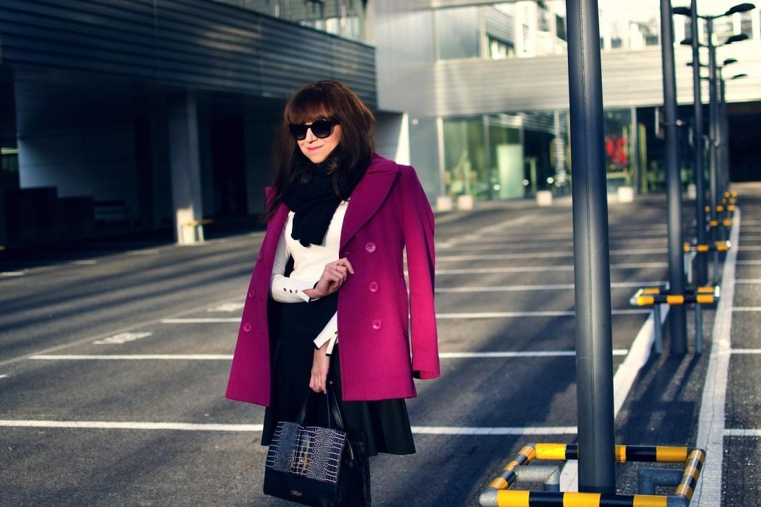 MISTEROPTIC INTERVIEW_Katharine-fashion is beautiful_blog 1_Slnečné okuliare Dolce&Gabbana_Fialový kabát_Black and white_Katarína Jakubčová_Fashion blogger