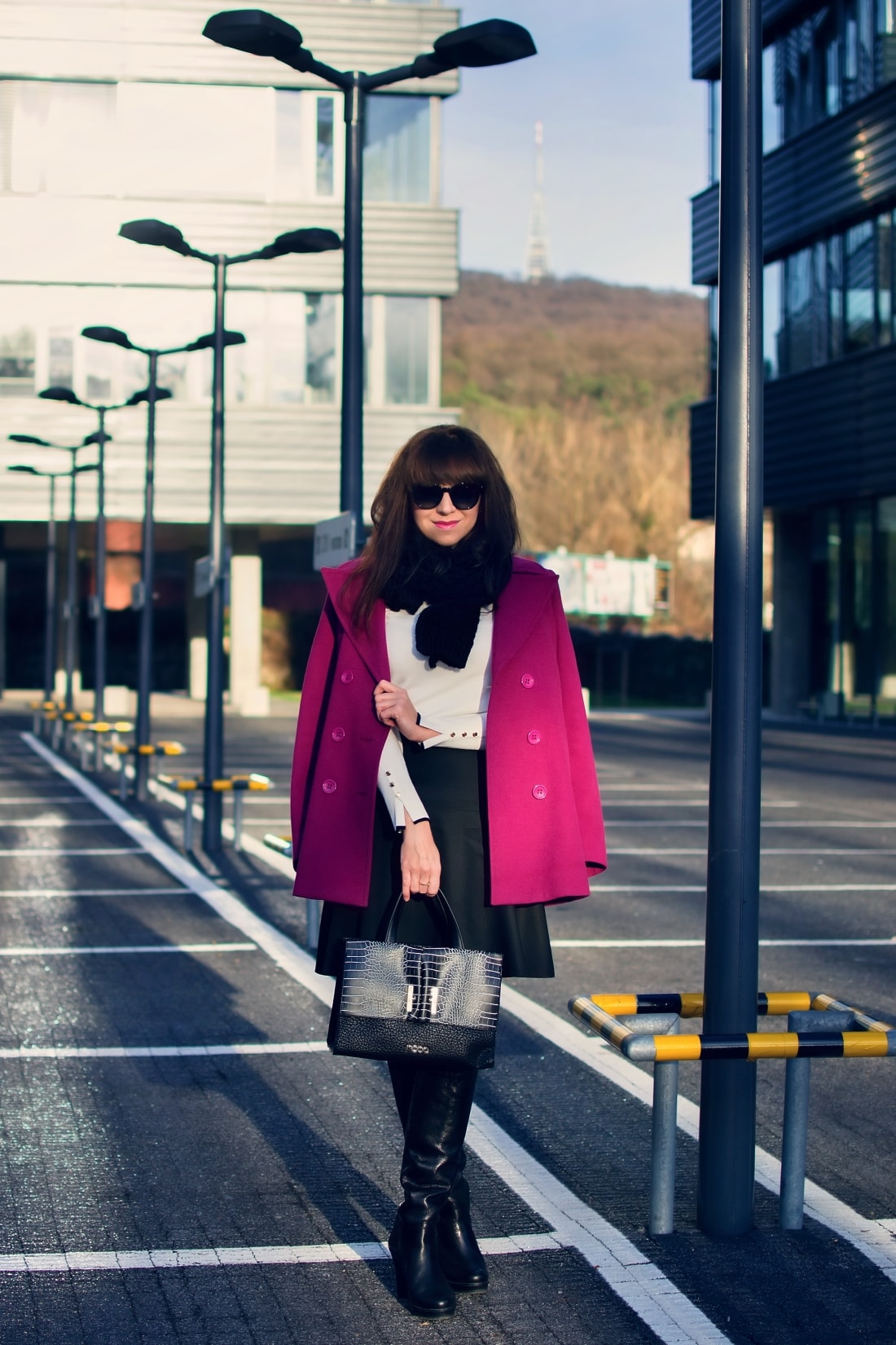 MISTEROPTIC INTERVIEW_Katharine-fashion is beautiful_blog 2_Slnečné okuliare Dolce&Gabbana_Fialový kabát_Black and white_Katarína Jakubčová_Fashion blogger