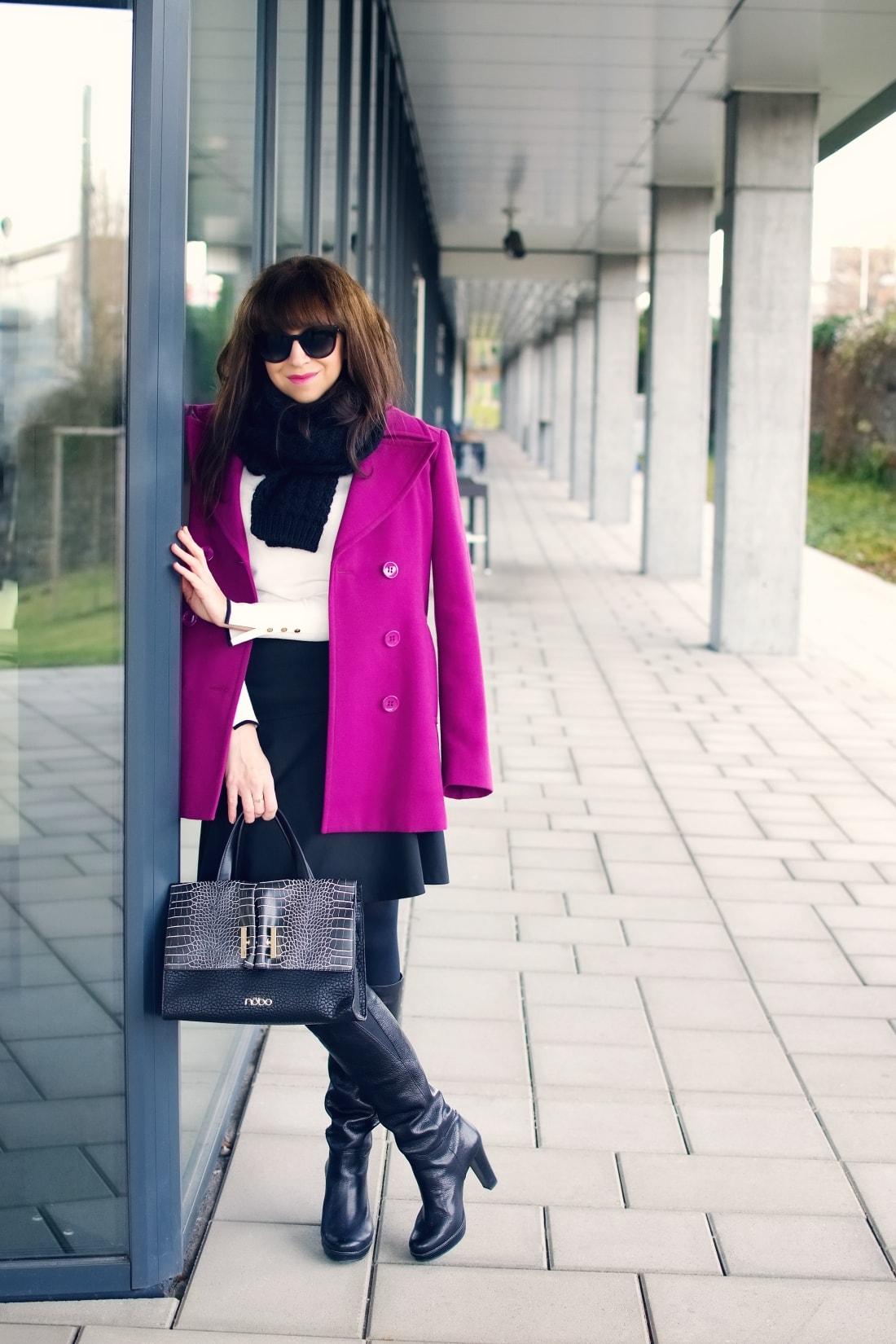 MISTEROPTIC INTERVIEW_Katharine-fashion is beautiful_blog 4_Slnečné okuliare Dolce&Gabbana_Fialový kabát_Black and white_Katarína Jakubčová_Fashion blogger
