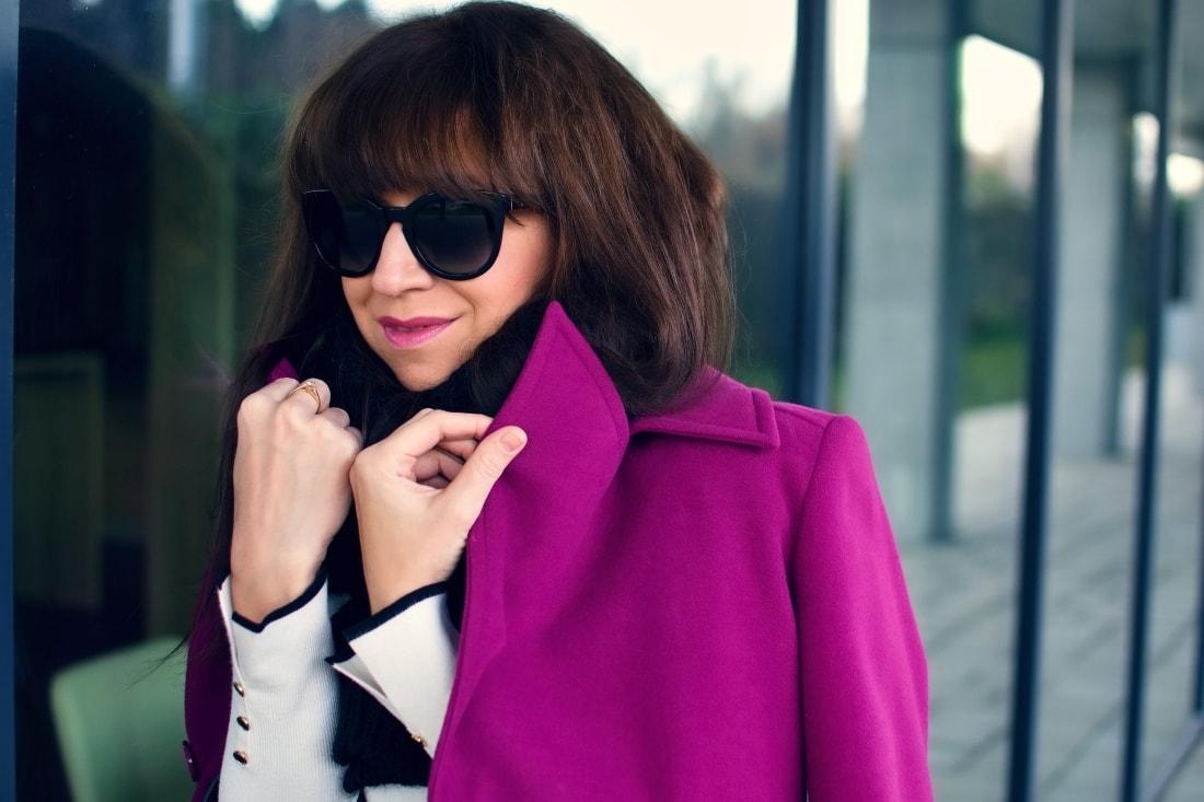MISTEROPTIC INTERVIEW_Katharine-fashion is beautiful_blog 5_Slnečné okuliare Dolce&Gabbana_Fialový kabát_Black and white_Katarína Jakubčová_Fashion blogger