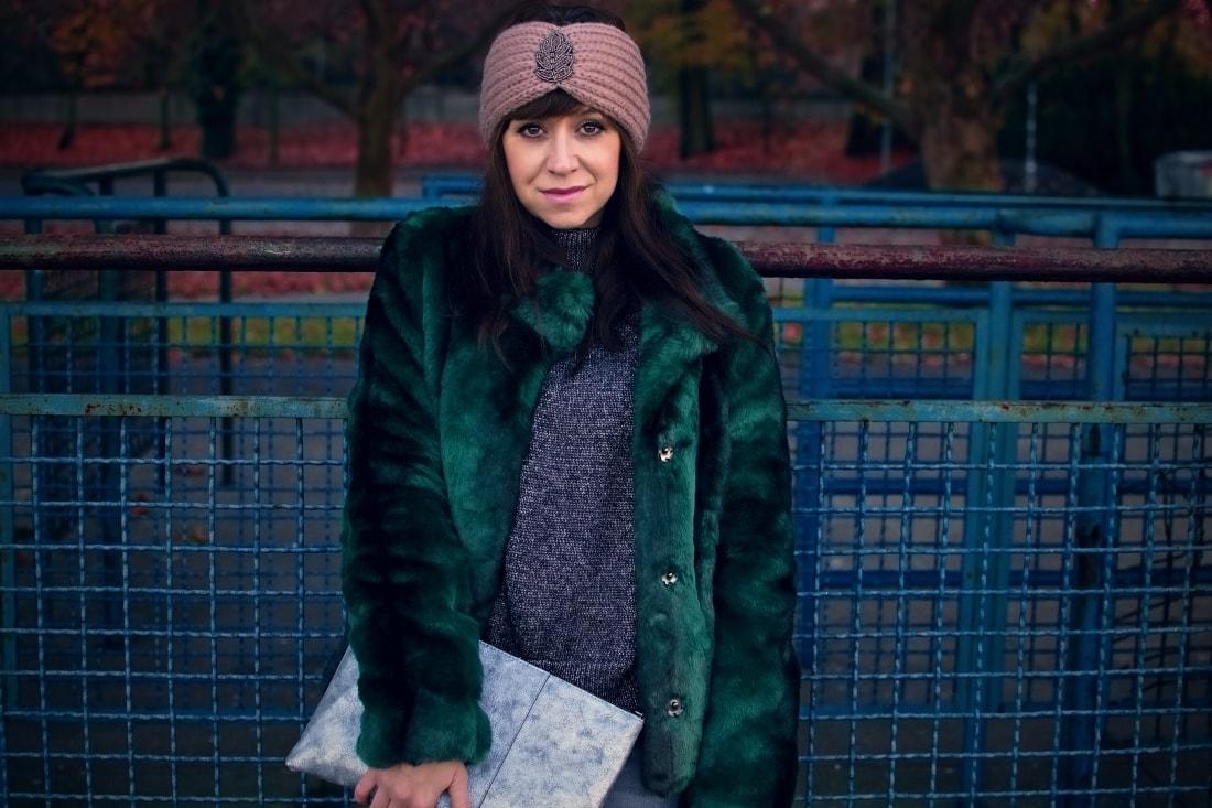 DNES NOSÍM ZELENÚ KOŽUŠINOVÚ BUNDU_Katharine-fashion is beautiful_blog 3_Zelený kožuch More&More_Sivé roztrhané džínsy Zara_Ružová čelenka Lindex_Katarína Jakubčová_Fashion blogger