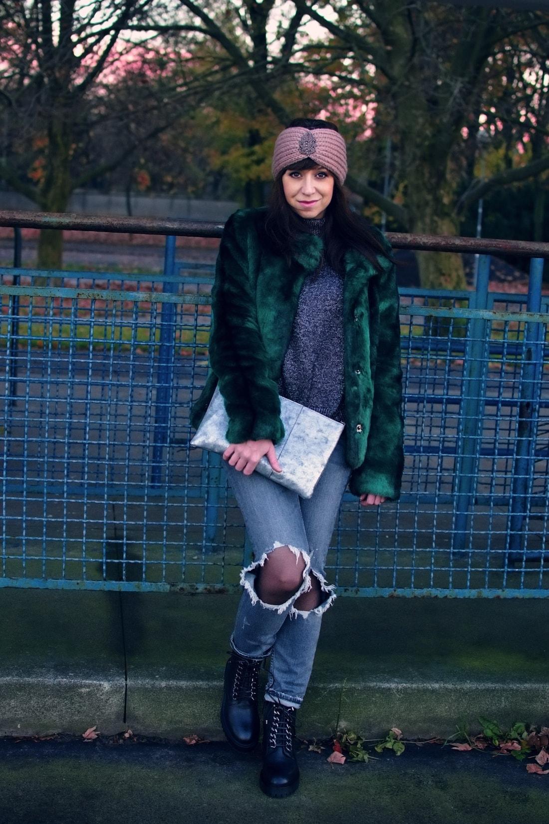 DNES NOSÍM ZELENÚ KOŽUŠINOVÚ BUNDU_Katharine-fashion is beautiful_blog 2_Zelený kožuch More&More_Sivé roztrhané džínsy Zara_Ružová čelenka Lindex_Katarína Jakubčová_Fashion blogger