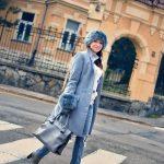 Kožušinové doplnky_Katharine-fashion is beautiful_blog 1_Sivý kabát_Roztrhané džínsy Zara_Katarína Jakubčová_Fashion blogger