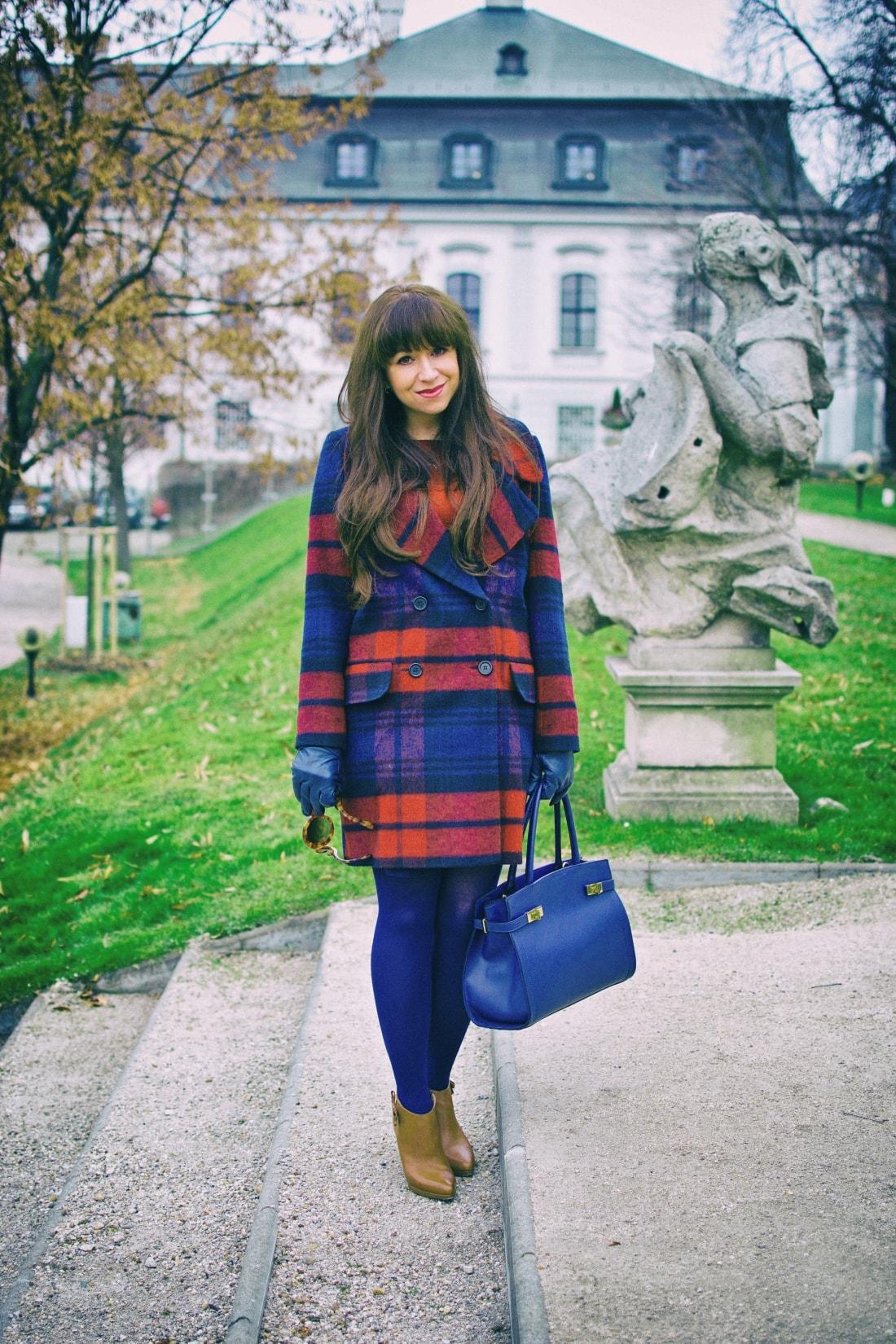 Tvoj osobný upgrade_Katharine-fashion is beautiful_blog 5_vzorovaný kabát_elegancia_bordovomodrá_Katarína Jakubčová_Fashion blogger
