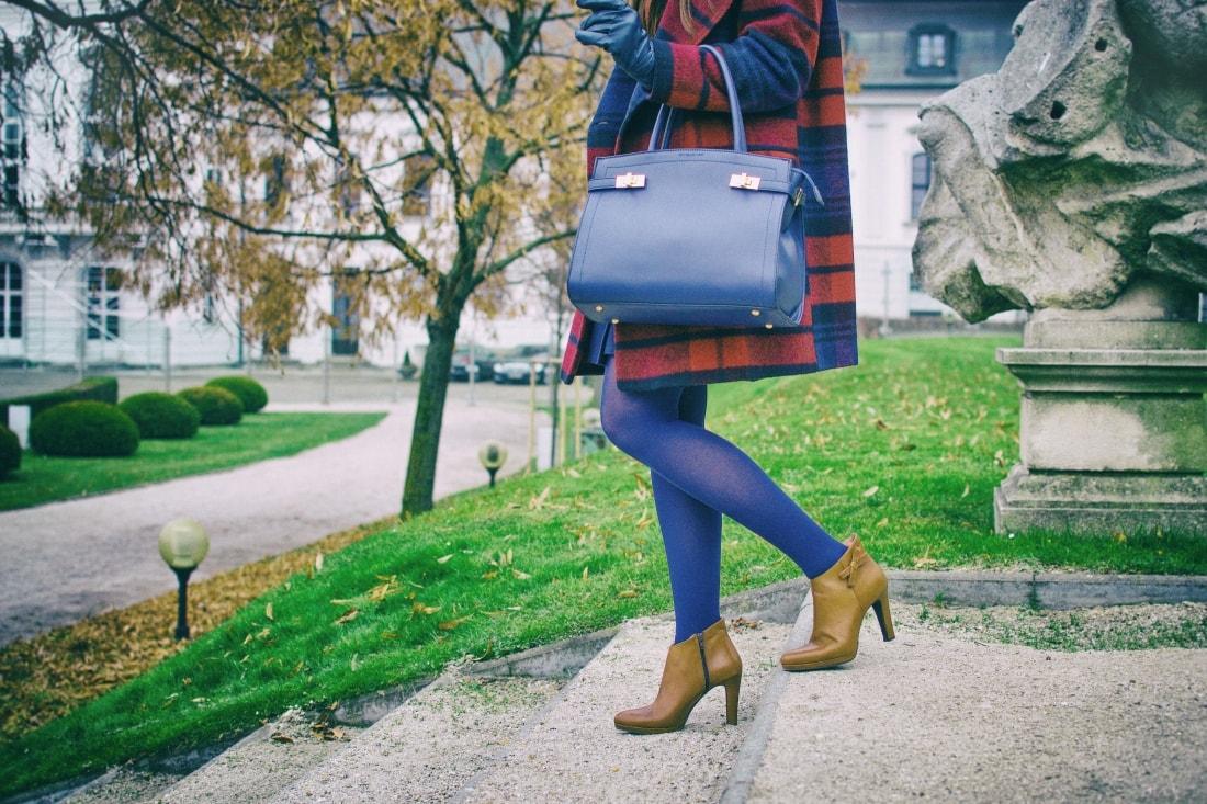Tvoj osobný upgrade_Katharine-fashion is beautiful_blog 8_vzorovaný kabát_elegancia_bordovomodrá_Katarína Jakubčová_Fashion blogger