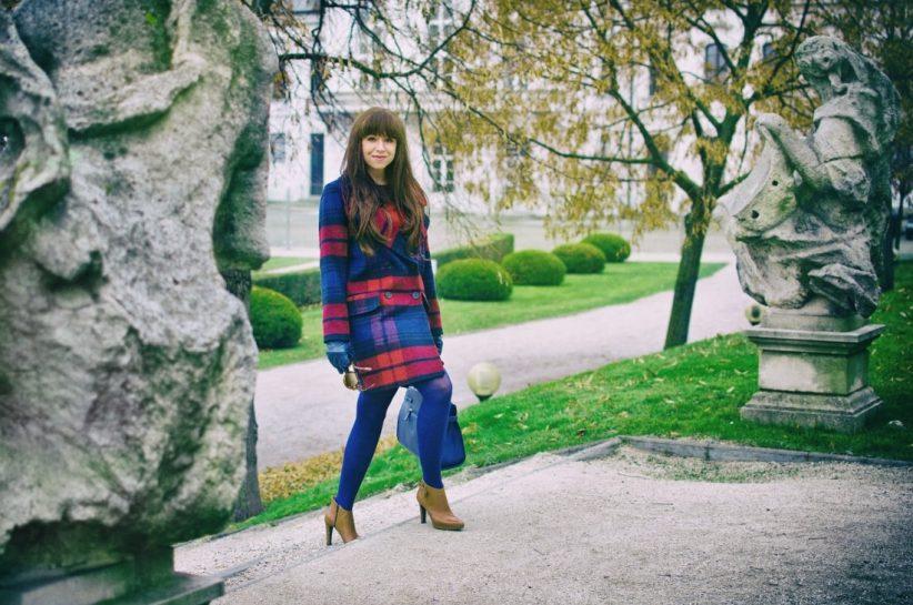 Tvoj osobný upgrade_Katharine-fashion is beautiful_blog 2_vzorovaný kabát_elegancia_bordovomodrá_Katarína Jakubčová_Fashion blogger