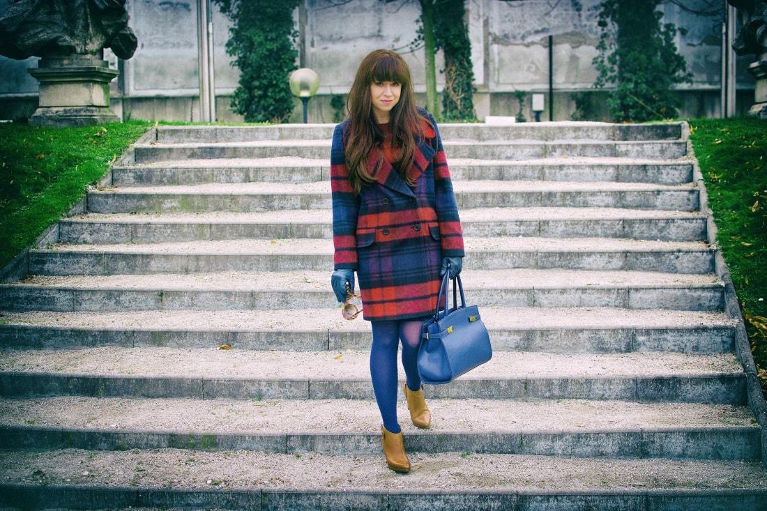 Tvoj osobný upgrade_Katharine-fashion is beautiful_blog 3_vzorovaný kabát_elegancia_bordovomodrá_Katarína Jakubčová_Fashion blogger