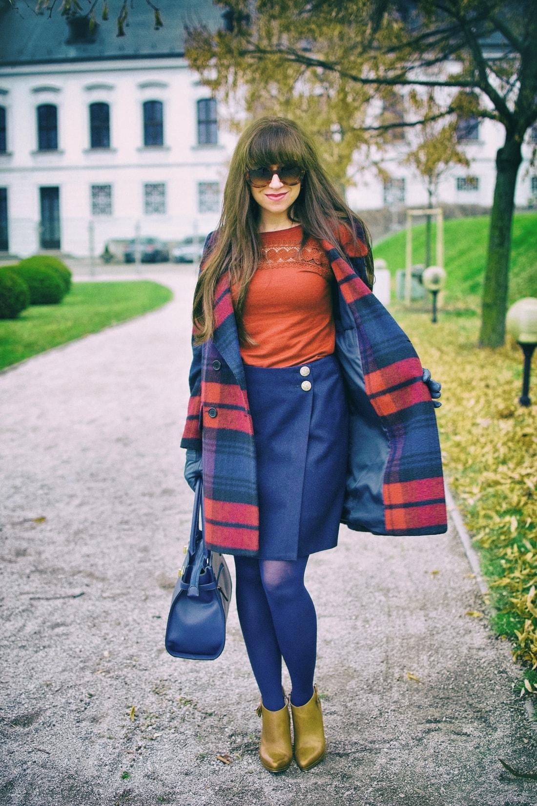 Tvoj osobný upgrade_Katharine-fashion is beautiful_blog 4_vzorovaný kabát_elegancia_bordovomodrá_Katarína Jakubčová_Fashion blogger