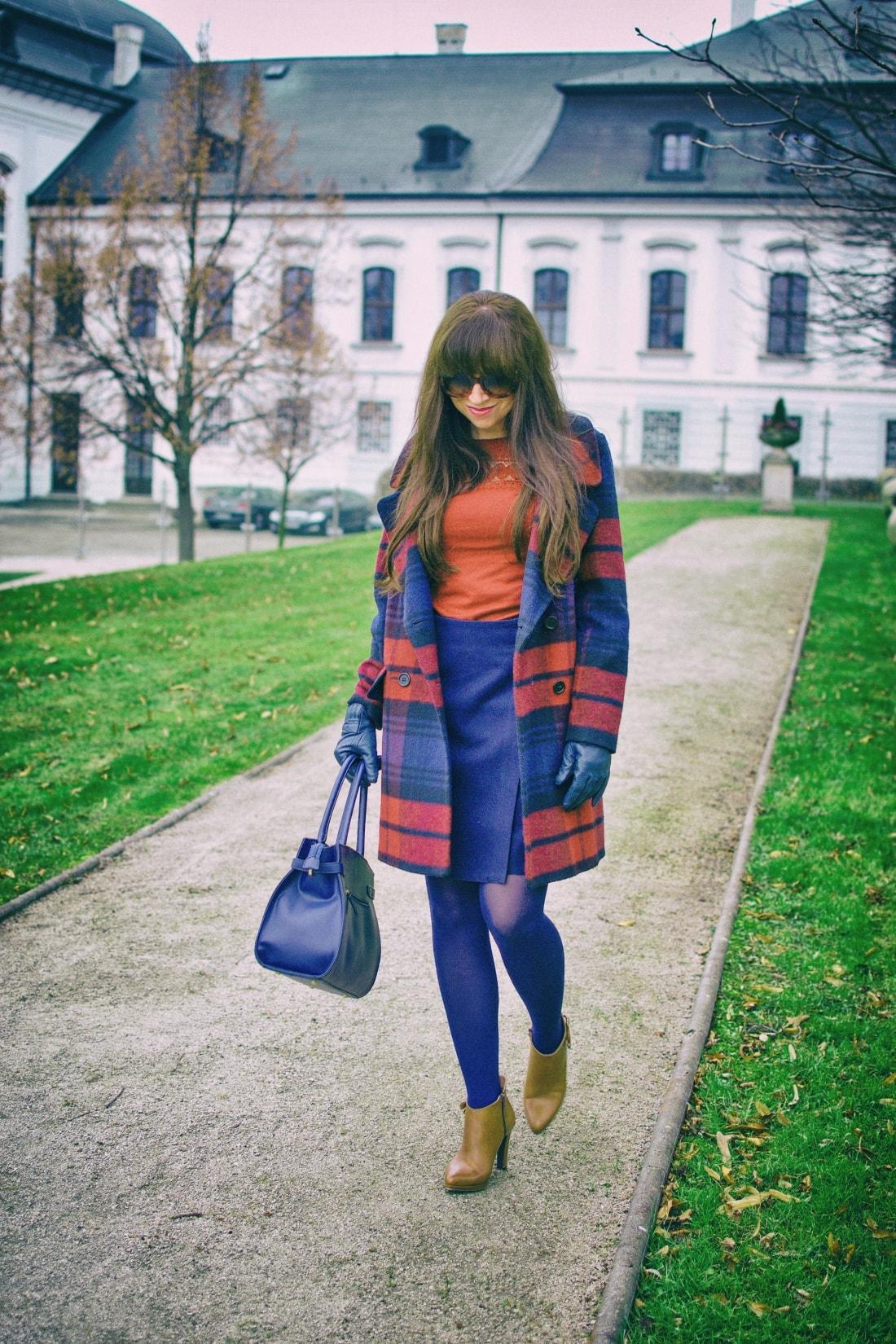 Tvoj osobný upgrade_Katharine-fashion is beautiful_blog 6_vzorovaný kabát_elegancia_bordovomodrá_Katarína Jakubčová_Fashion blogger