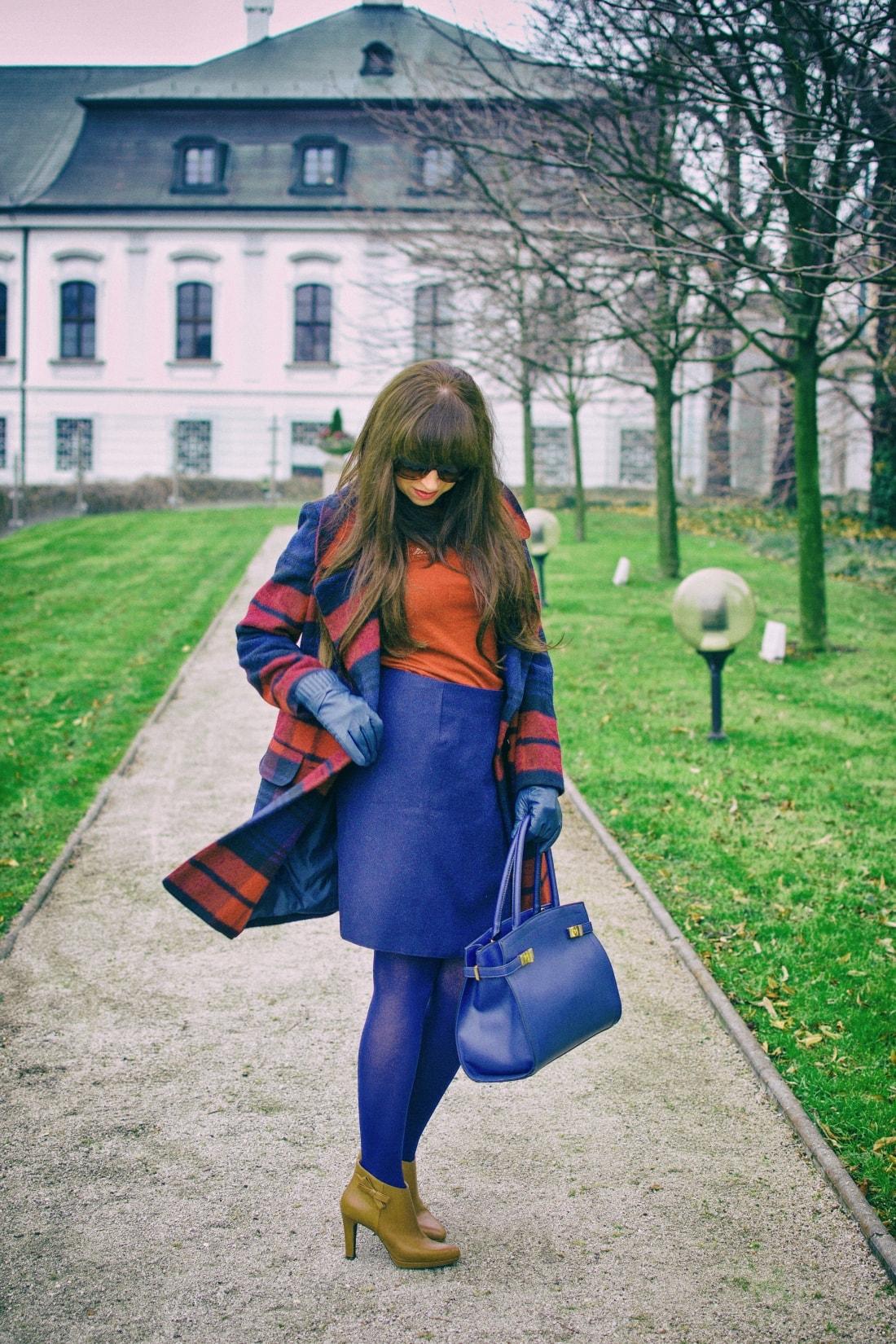 Tvoj osobný upgrade_Katharine-fashion is beautiful_blog 7_vzorovaný kabát_elegancia_bordovomodrá_Katarína Jakubčová_Fashion blogger