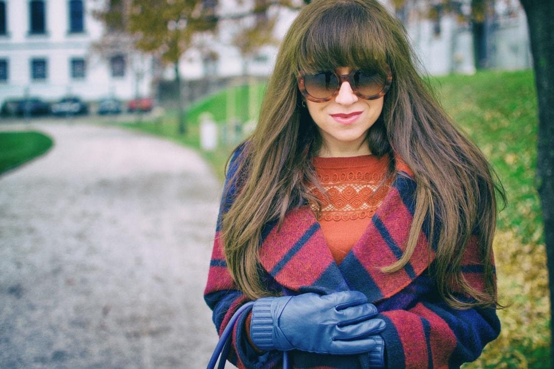 Tvoj osobný upgrade_Katharine-fashion is beautiful_blog 9_vzorovaný kabát_elegancia_bordovomodrá_Katarína Jakubčová_Fashion blogger