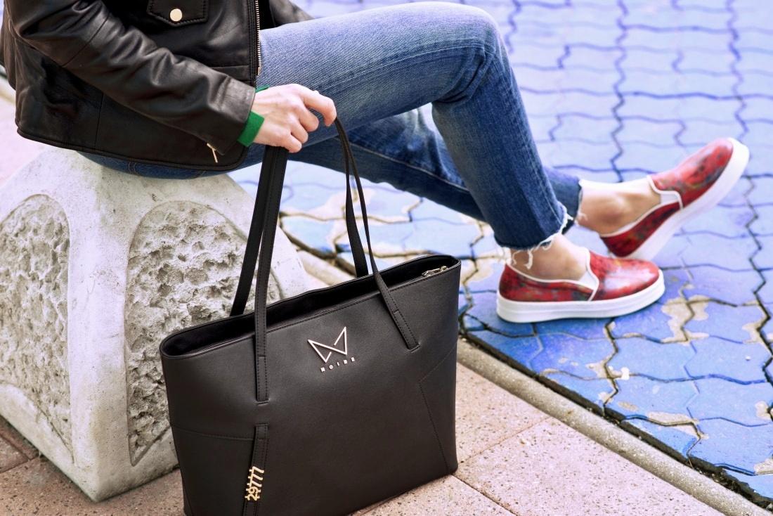 Kabelka NOIRE (29777)_Katharine-fashion is beautiful_Blog 1_Čierna kabelka Noire_Kožená bunda Mango_Džínsy Levis_Katarína Jakubčová_Fashion blogger