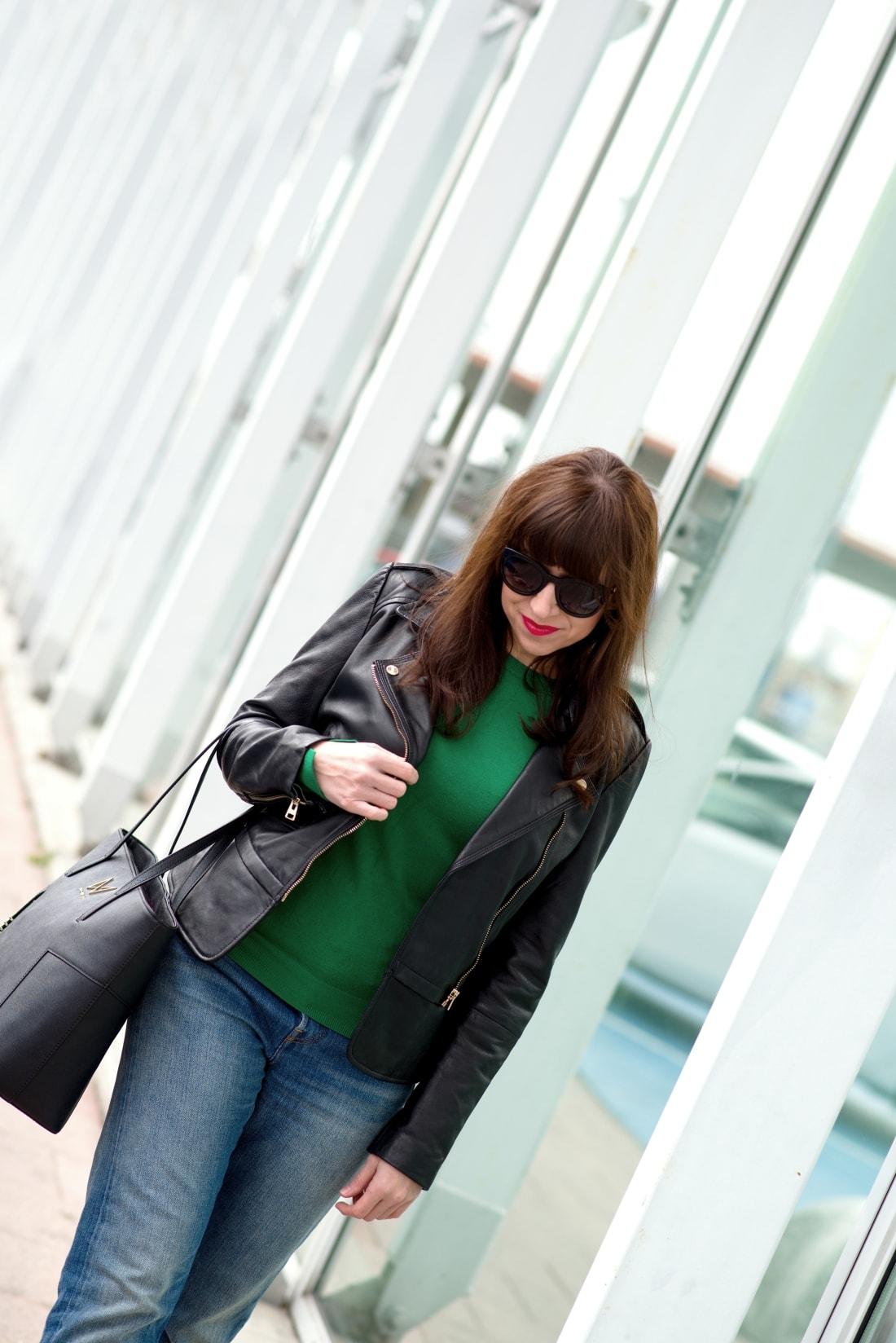 Kabelka NOIRE (29777)_Katharine-fashion is beautiful_Blog 4_Čierna kabelka Noire_Kožená bunda Mango_Džínsy Levis_Katarína Jakubčová_Fashion blogger