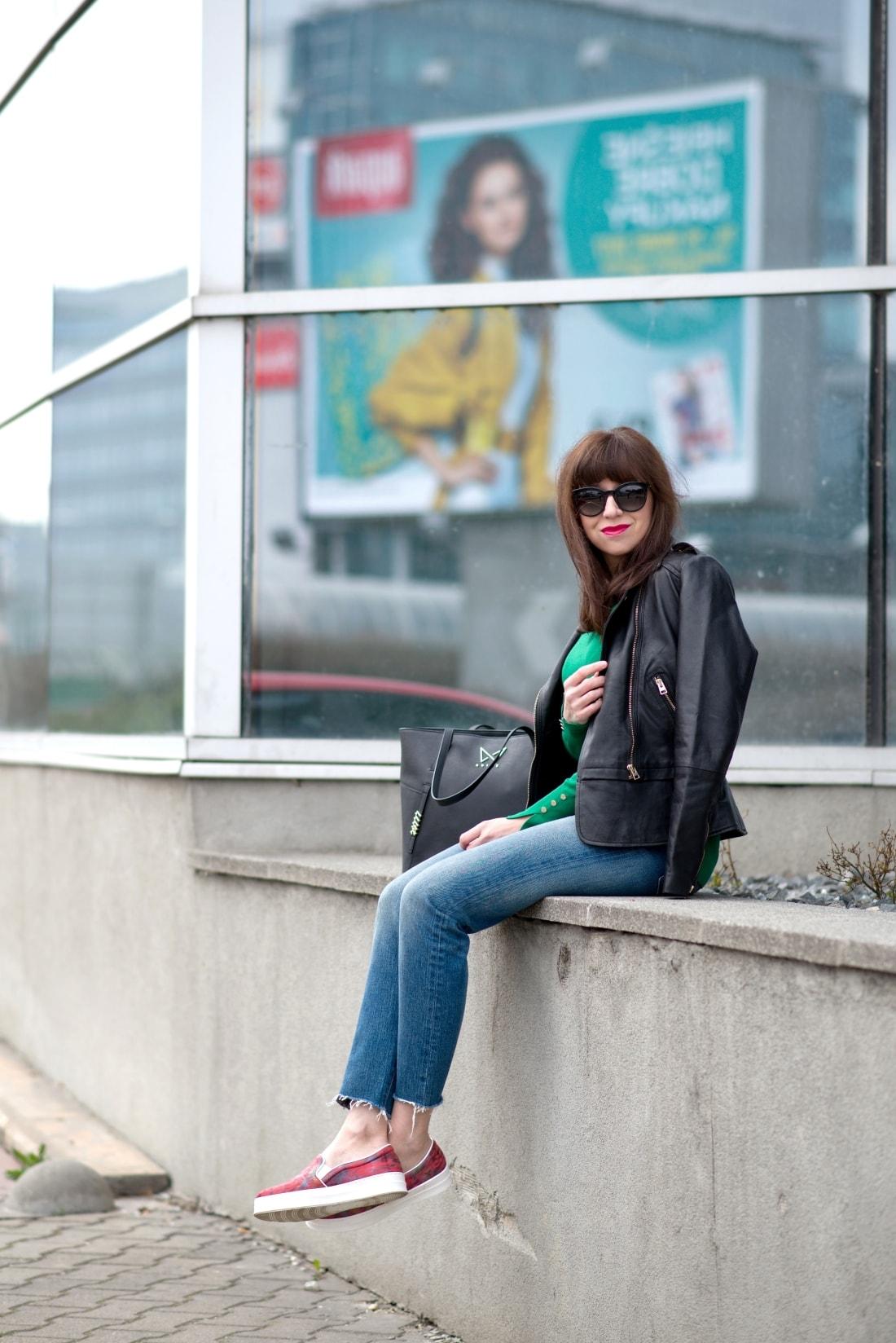 Kabelka NOIRE (29777)_Katharine-fashion is beautiful_Blog 5_Čierna kabelka Noire_Kožená bunda Mango_Džínsy Levis_Katarína Jakubčová_Fashion blogger