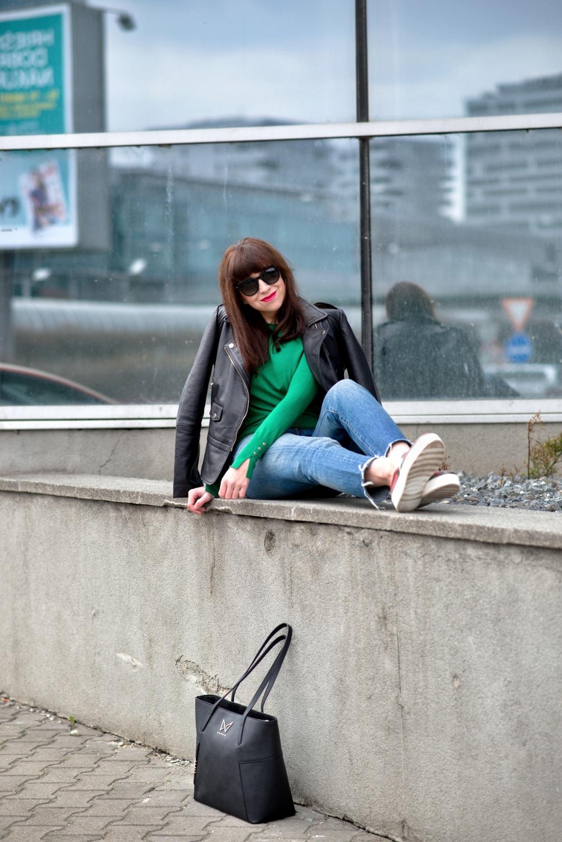 Kabelka NOIRE (29777)_Katharine-fashion is beautiful_Blog 6_Čierna kabelka Noire_Kožená bunda Mango_Džínsy Levis_Katarína Jakubčová_Fashion blogger